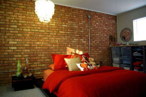 Exposed brick wall bedroom_ mur de briques chambre à coucher